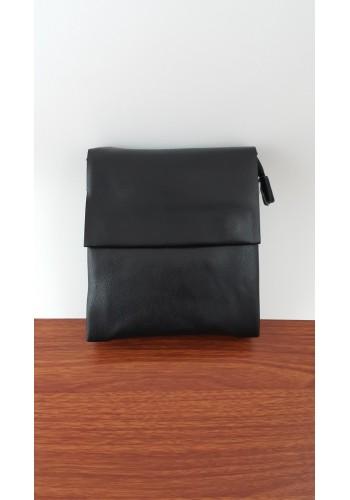 S 8026-0 Мъжка чанта от естествена кожа изчистен модел за през рамо и в ръка в черно
